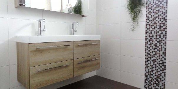 Badkamers door ruim 25 jaar ervaring in het sanitair zijn wij in staat de ruimte van uw - Badkamer jaar ...